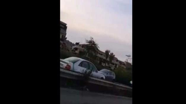 Auto contromano semina il panico sull'asse mediano