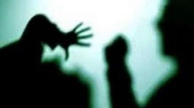 Donna aggredita in casa: coinvolta una 15enne