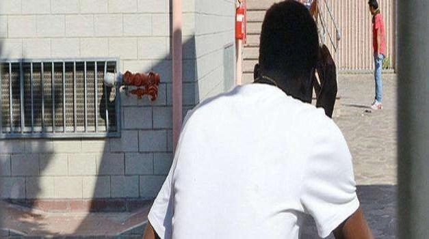 Migranti tenuti illegalmente: i soprusi di un centro di accoglienza di Giugliano