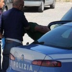 Uomo sottrae da un furgono alimenti: Polizia interviene