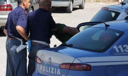 Cronaca, Napoli. Uomo si abbassa la mascherina dinanzi alle Forze dell'Ordine: arrestato