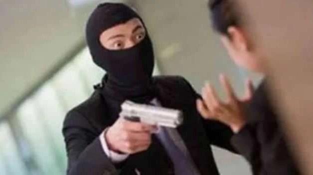 Villaricca. Tentano una rapina in un ristorante: vengono bloccati dai clienti