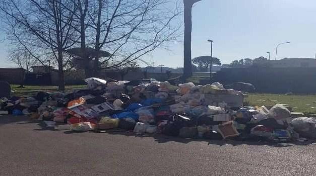 """L'VIII Municipalità colma di rifiuti. Il Consigliere De Vito:""""Napoli ha bisogno di ordinarietà, basta eventi spot!"""""""