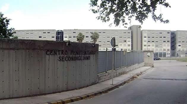 Napoli, cronaca Ancora micro telefonini nel carcere di Secondigliano