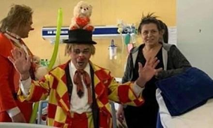 Clown e giocolieri circensi tra le corsie degli ospedali Santobono e Pausillipon