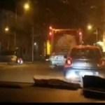 Melito – Via Roma, il camion per la rimozione dei rifiuti mischia tutto