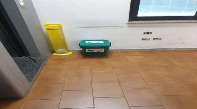 Emergenza Covid-19, l'amministrazione Sarnataro installa cestini per lo smaltimento di guanti e mascherine