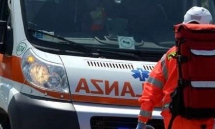 40enne trovato morto nella sua abitazione. Sul suo corpo sono state rinvenute alcune ferite