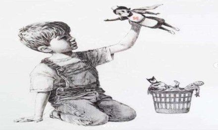 Coronavirus, Banksy: l'omaggio al personale sanitario