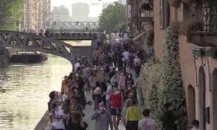 Fase 2, Milano: i Navigli invasi dalla folla