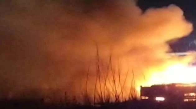 Notizia dell'ultima ora. Grosso incendio nell'hinterland napoletano (video)