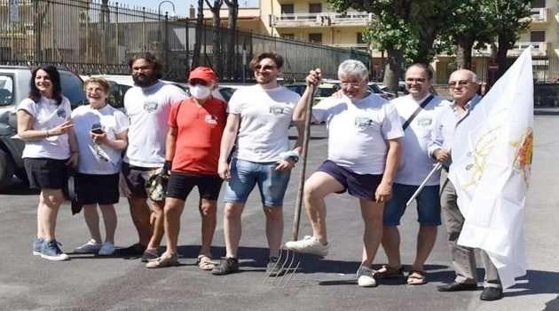 Sarno, volontari puliscono il Rio Palazzo: rimossi quintali di rifiuti