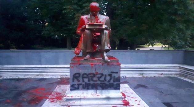 Milano: statua di Indro Montanelli imbrattata