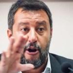 Politica, Napoli: Salvini fischiato dalla folla