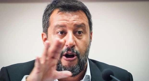 Salvini ritorna a Mondragone, tra consensi e proteste