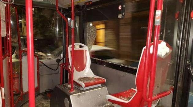 Cronaca, Napoli: vandali danneggiano due autobus