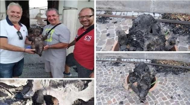 Melito. Ritrovato il bambinello Gesù dopo il terribile incendio della chiesetta