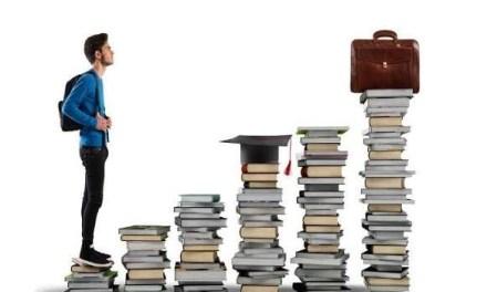 Università Federico II di Napoli sospende le sedute di laurea: rabbia tra gli studenti