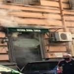 Cronaca, Napoli. Paura al Vomero: fumo nero da un locale storico