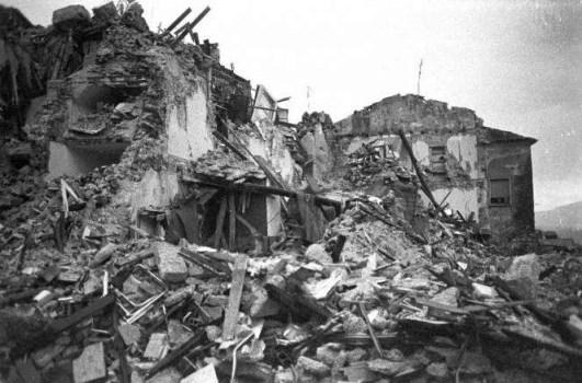 """Terremoto 1980, il ricordo di Sergio Mattarella: """"E' stata la peggior catastrofe della Repubblica"""""""