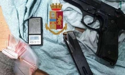 Napoli, cronaca Pistola nascosta in un palazzo a Fuorigrotta