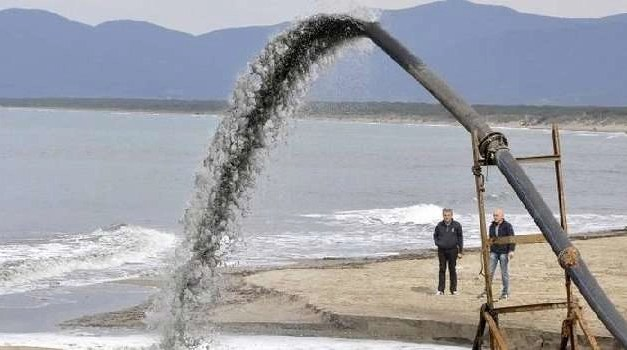 Napoli, cronaca Inchiesta choc sui fanghi sversati in mare da due impianti di depurazione