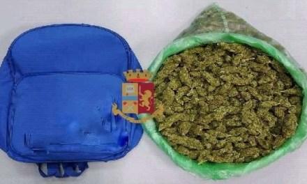 Napoli, cronaca A spasso con 850 grammi di marijuana nello zaino