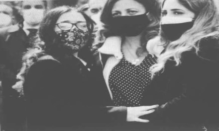 """Napoli. Funerale del """"Falco"""" morto durante un inseguimento, moglie: """"Non meritava questa fine"""""""