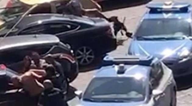 Napoli. Nel 2019 uccise pitbull durante un arresto: inizia il processo al poliziotto