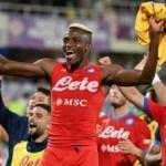 Il Napoli cala il 7 bello e resta primo in classifica: +2 sul Milan e + 4 sull'Inter che inseguono