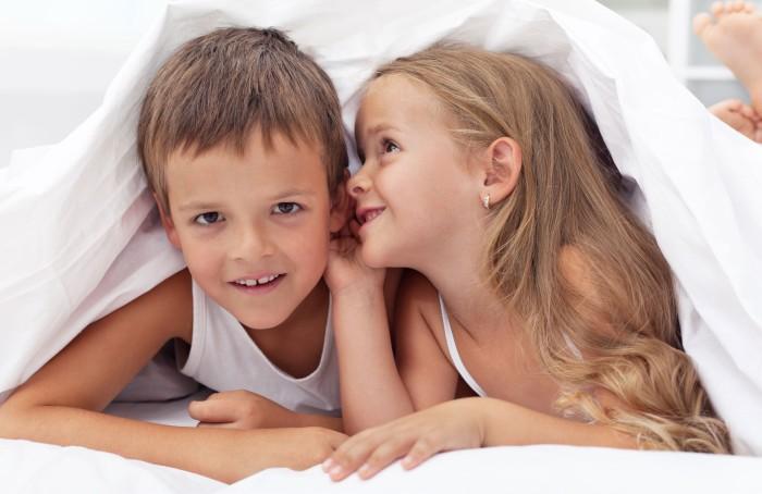 cuando los gemelos aprenden a compartir