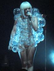 Lady Gaga - Nuda nel Look