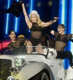Le foto di Madonna durante lo Sticky and Sweet tour di Milano - 18