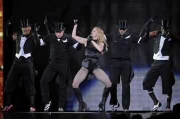 Le foto di Madonna durante lo Sticky and Sweet tour di Milano - 6