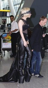 Lady GaGa atterra a Heathrow 9