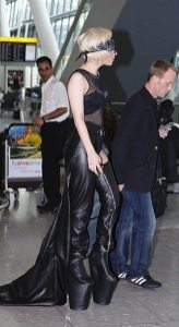 Lady GaGa atterra a Heathrow 9