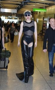 Lady GaGa atterra a Heathrow 10