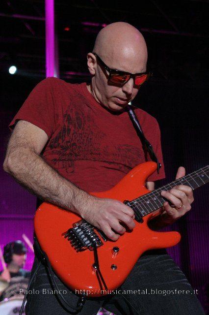 Joe Satriani il guitar-hero per eccellenza è tornato a suonare in Italia