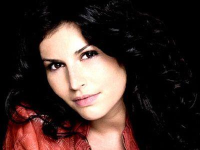 """Sanremo 2011: Giusy Ferreri interpreta """"Il cielo in una stanza"""""""