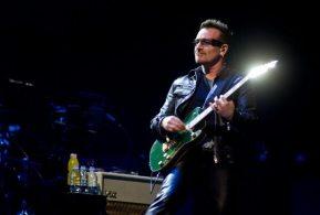 Festival di Glastonbury - Bono con chitarra
