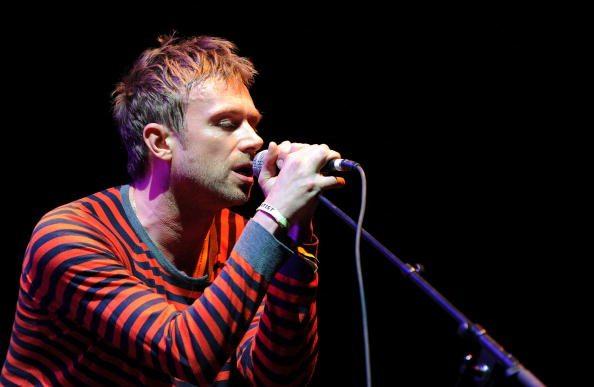 I Gorillaz compiono il miracolo, Damon Albarn e Noel Gallagher suonano insieme
