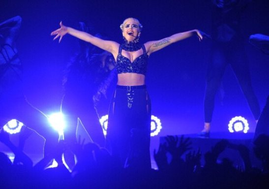 Lady Gaga sul palco in Giappone
