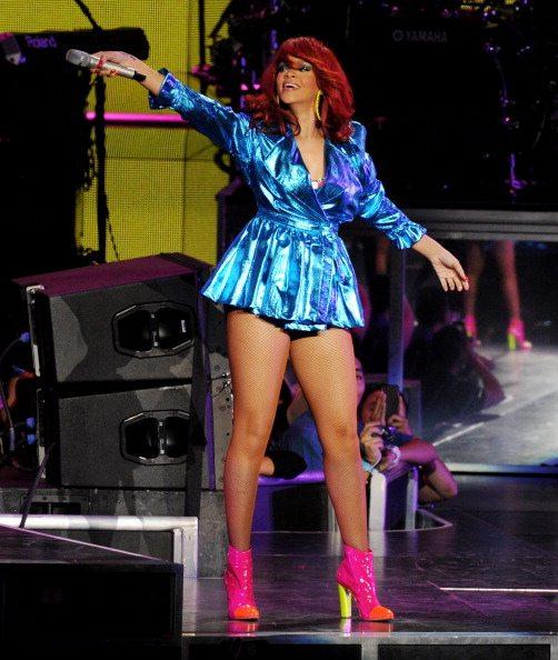 Rihanna, palco prende fuoco durante un concerto