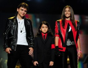 Prince, Blanket e Paris Jackson | © LEON NEAL/AFP/Getty Images