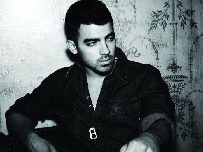 Joe Jonas on stage con Vanity Fair per un concerto esclusivo