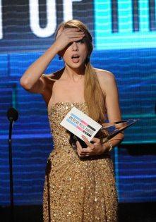 Taylor Swift riceve il premio | © Kevork Djansezian/Getty Images