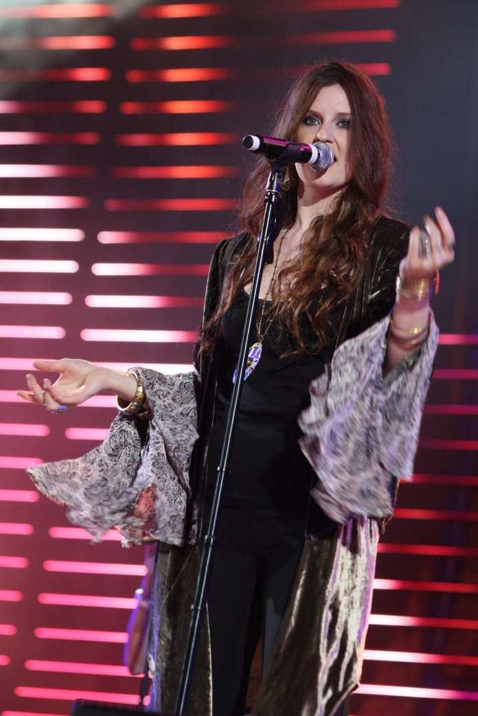 Sanremo 2012, Irene Fornaciari con Brian May e Van Der Sfroos