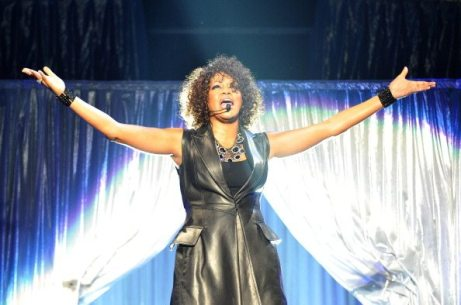 Whitney Houston sul palco (2010) | © LENNART PREISS/AFP/Getty Images