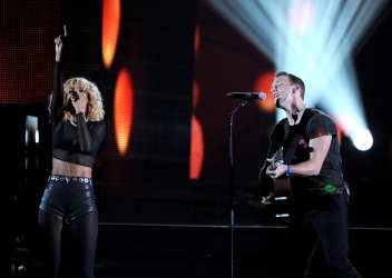 Rihanna & Chris Martin | © Kevin Winter / Getty Images