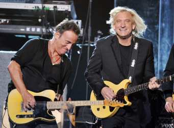 Bruce Springsteen e Joe Walsh| © Kevin Winter / Getty Images